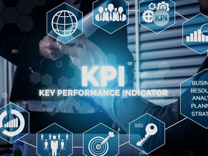 KPI-man-behind-pad